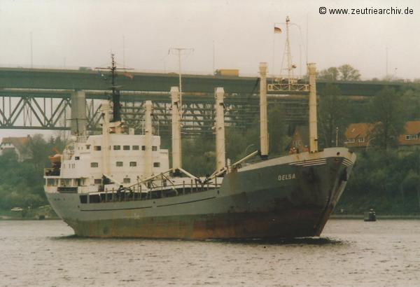 Bild von Fotograf Norbert Pilz, MS Oelsa, Heimathafen Rostock DDR, Nord Ostsee Kanal, Kanalbrücke Kiel Holtenau, Mai 1988