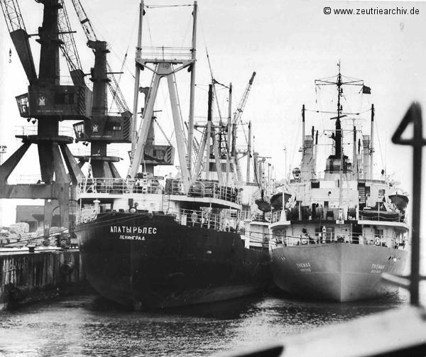 Das Schiff MS Themar im Hafen, ein Schwesterschiff der MS Zeulenroda