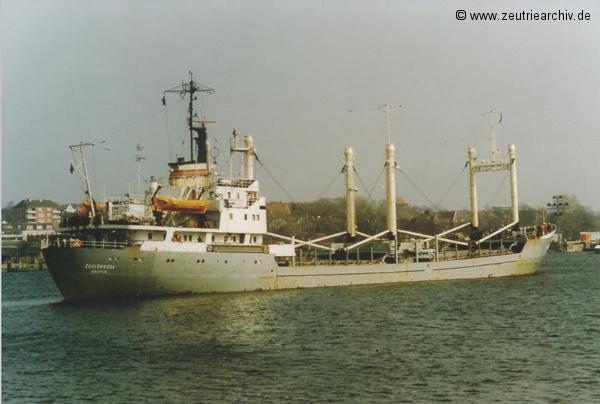 Bild von Fotograf Norbert Pilz, MS Zeulenroda, Heimathafen Rostock DDR, Nord Ostsee Kanal, Einlaufen Schleuse Kiel, März 1990