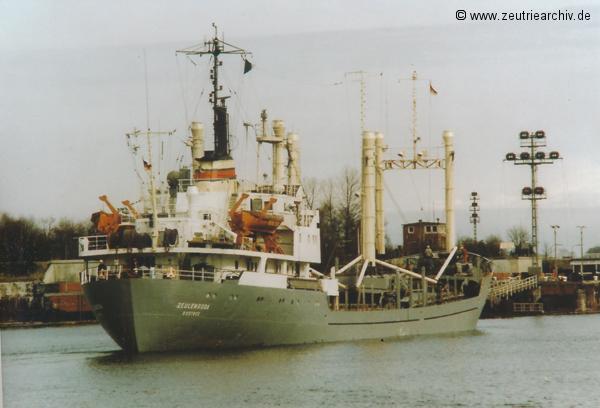 Bild von Fotograf Norbert Pilz, MS Zeulenroda, Heimathafen Rostock DDR, Nord Ostsee Kanal, Einlaufen Schleuse Kiel Wik, März 1989